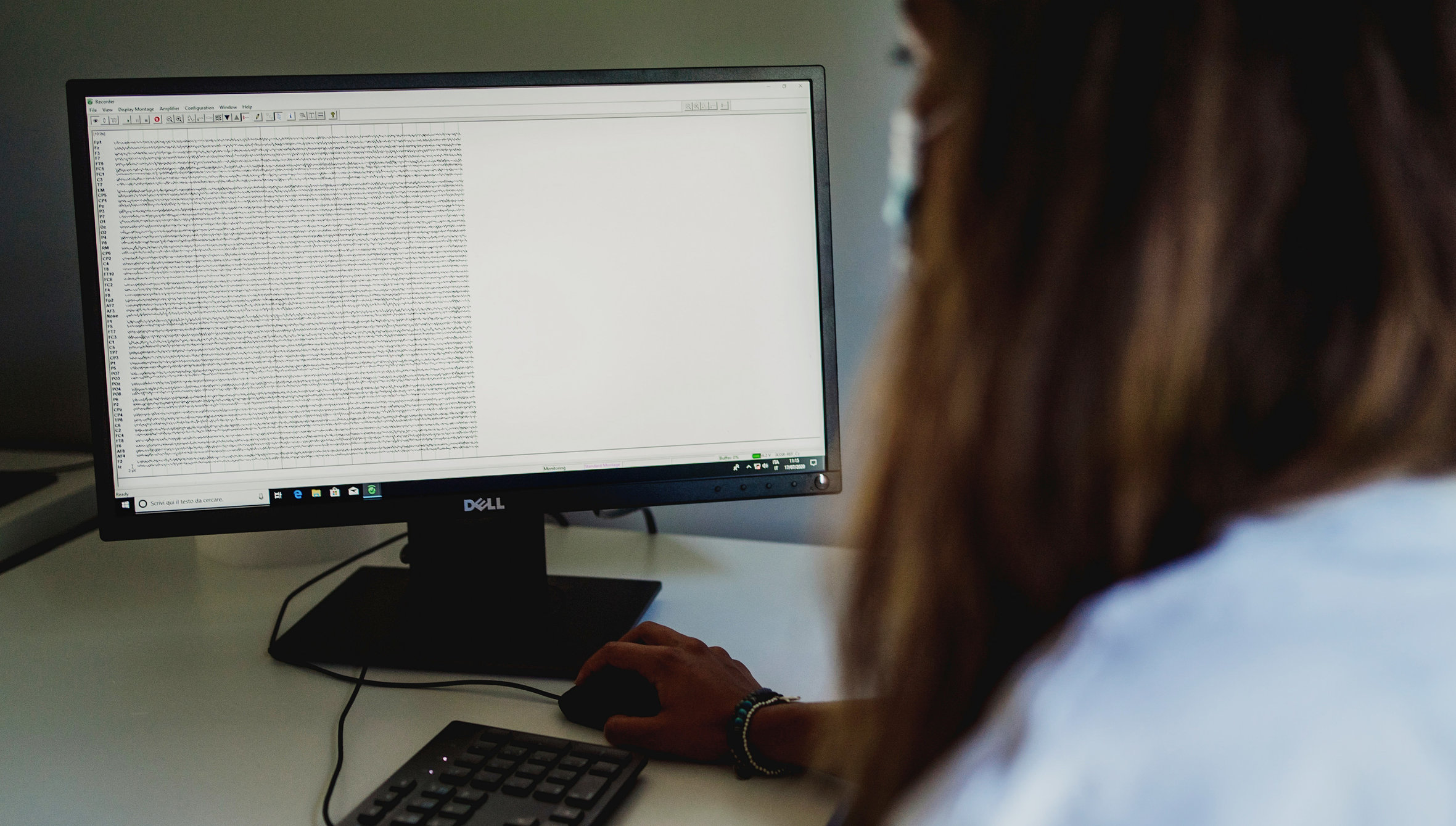 neurofisiologia clinica ricercatore ricercatrice computer dati screen